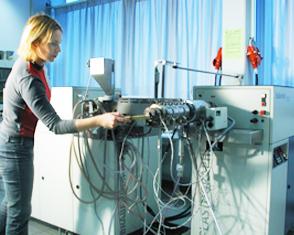 Doppenschnecken-Extruder | Brabender DSE 20/40 | Polymer Engineering Bayreuth