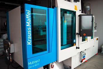 Spritzgeßmaschine | Krauss Maffei KM 65/180/55 CX V | Polymer Engineering Bayreuth