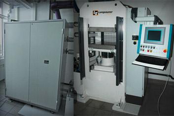 Labor-Heizpresse | Langzauner Typ LZT 110 L | Polymer Engineering Bayreuth
